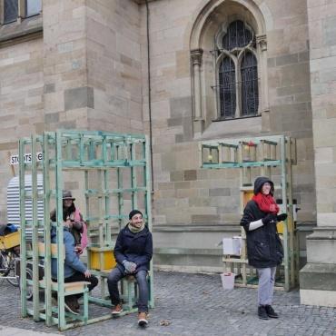 Koexistenz bei der St. Maria Kirche - Mobiles Wohnzimmer