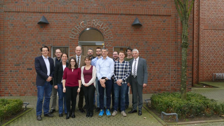 v.l.n.r.: Prof. Jörn Birkmann (IREUS), Prof. Stefan Greiving (IRPUD), Beate Glöckner (P+P), Britta Weißer (IREUS), Julius Mihm (Schw. Gmünd), Isabel Post (Olfen), Holger Pietschmann (P+P), Christopher Schmalenbeck (Olfen), Jupp Jünger (Schw. Gmünd), Dennis Becker (IRPUD), Felix Othmer (IRPUD), Henning Rohwedder (P+P) und Wilhelm Sendermann (Olfen)